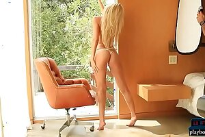 Perfect MILF blonde from Houston Texas in a hot shoot