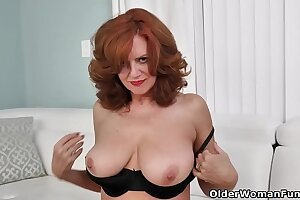 American milf Andi James fingers her fuckable pussy