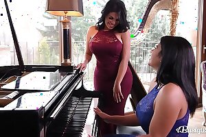 Busty Latina lesbians Kesha and Sheila Ortega fuck each other with a vibe