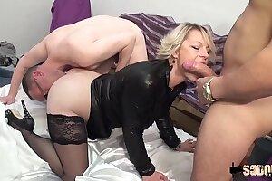 Sophia adore la sodomie profonde